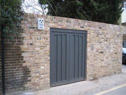 Henley pedestrian gate