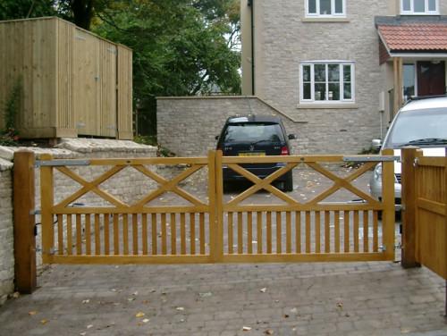 Windsor hardwood entrance gate pair