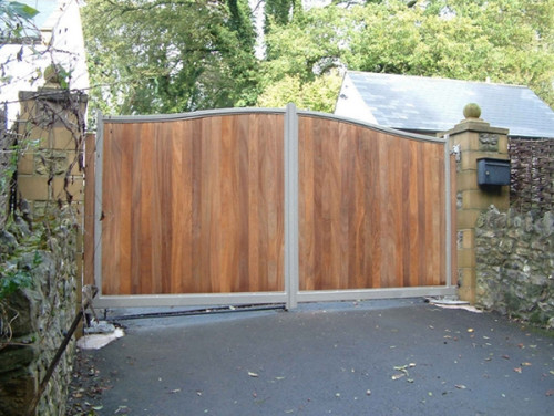galvanised steel frame convex hardwood driveway gate- Richmond 4