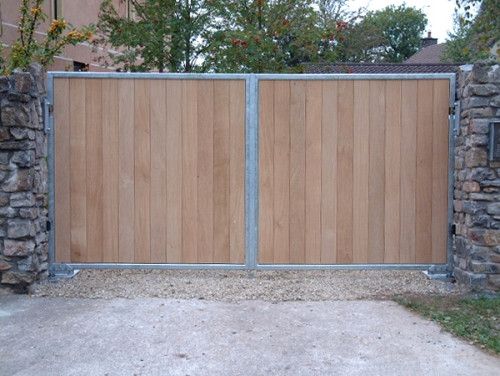 galvanised steel frame hardwood driveway gate- Richmond 3