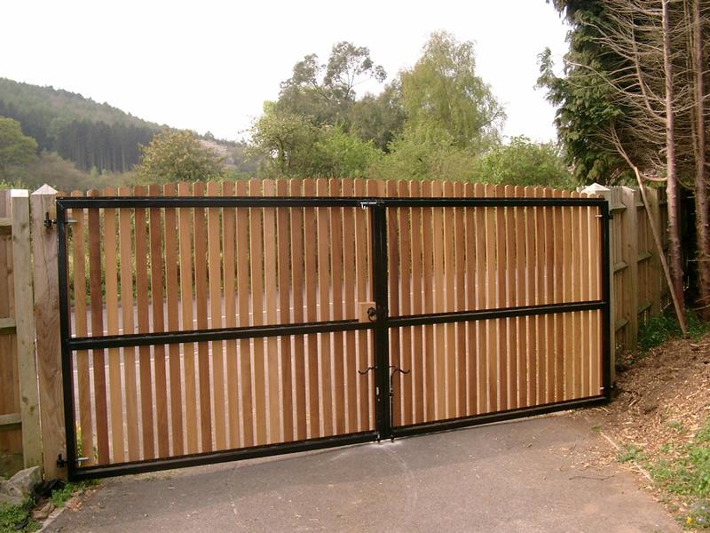 wooden driveway gate- Richmond 6 | BG Wooden Gates ...